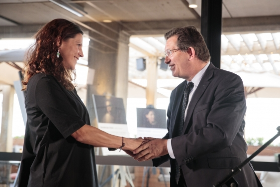 Emerging Thought Leader Prize winner, Associate Professor Adriana Vergés, is congratulated by UNSW President and Vice-Chancellor, Professor Ian Jacobs.